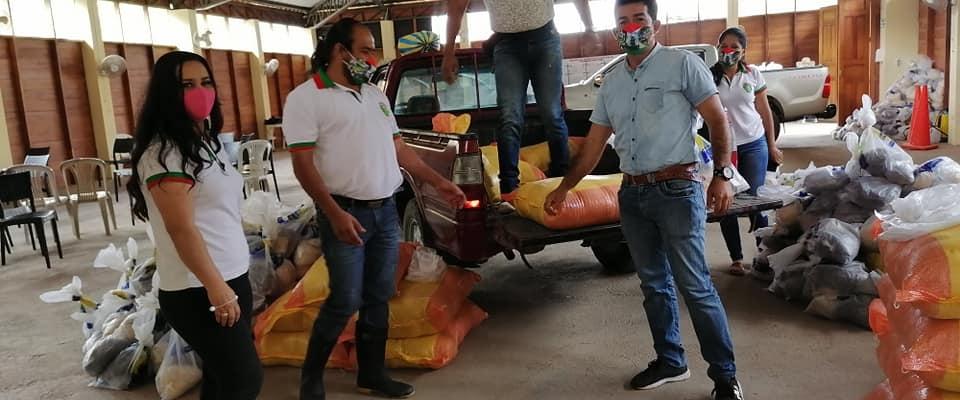 REALIZARON LA ENTREGA DE LOS KITS DE POLLOS Y SEMILLAS CON SU RESPECTIVA ALIMENTICIA.
